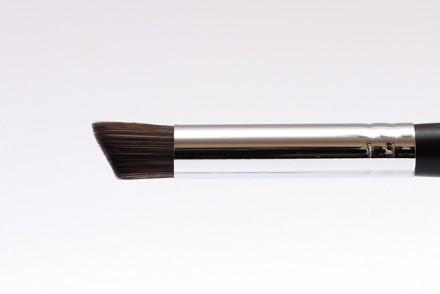 Кисть для коррекции носа и скул жирными текстурами MAKE-UP-SECRET 751 (нейлон): фото