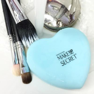 Насадка для мытья кистей MAKE-UP-SECRET (Silicone Heart): фото